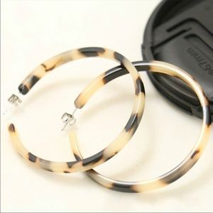 Jewelry - Resin Tortoise Round Hoop Earrings
